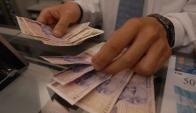 Se aguarda en el país vecino una nueva devaluación de la moneda local. Foto: Archivo El País