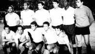 Campeones. El equipo celeste del último partido con Argentina: