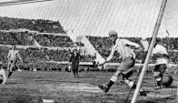 Gol de Uruguay contra Argentina. Foto: Archivo El País