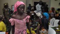 Las jóvenes se reunieron con sus familias. Foto: AFP