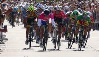Sprint final. El argentino Héctor Maximiliano Lucero ganó la etapa en Punta del Este. Foto: Ricardo Figueredo
