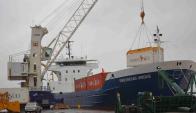 Nueva grúa en el puerto de Fray Bentos. Foto: Daniel Rojas