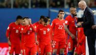 La selección de Chile recibiendo la medalla de plata de la Copa Confederaciones. Foto: Reuters