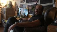 El uruguayo en su taller de la calle Piedras, en la ciudad Vieja. Foto: Francisco Flores