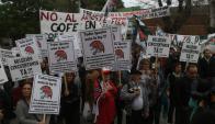 """Los """"cincuentones"""" reclamaron en varias marchas durante el año pasado. Foto: Francisco Flores"""