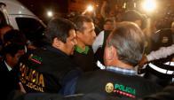 Ollanta Humala es trasladado por policías. Foto: Reuters.