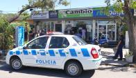 La sucursal del Cambio Nelson en San Carlos fue allanada de nuevo ayer. Foto: R. Figueredo