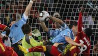 La atajada de Luis Suárez en el Uruguay-Ghana del Mundial Sudáfrica 2010. Foto: AFP