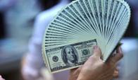 Operativa de ayer fue abultada y la suba del dólar sorprendió. Foto: AFP