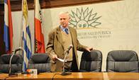 El ministro Jorge Basso explicó ayer el alcance de los cambios al decreto del aborto. Foto: Presidencia.