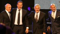 Roberto y Gustavo Matosas con Juan Ramón y Juan Sebastián Verón. Foto: EFE