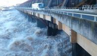 Caudal evacuado en Salto Grande es de 27 mil metros cúbicos por segundo. Foto: L. Pérez