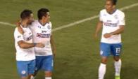Martín Cauteruccio celebra con sus compañeros el gol del 1-0 para Cruz Azul. Foto: Captura