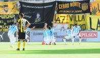 Cerro festeja el gol ante Peñarol. Foto: Marcelo Bonjour