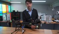 Petrissans exhibe dispositivos y drones que serán utilizados por niños. Foto: A. Colmegna