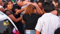 Último adiós: decenas de vecinos, amigos y familiares despidieron a Melina. Foto: L.Pérez