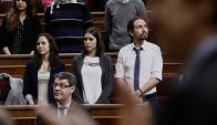 Irene Montero, portavoz de Podemos, acudió al Congreso con una remera que pedía por la libertad de Milagro Sala. Foto: Efe.
