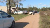 La escena del hecho: efectivos policiales investigando la casa de Solymar. Foto: Telenoche