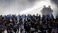 Caracas: otra vez la Policía impidió ayer el avance de opositores. Foto: Reuters