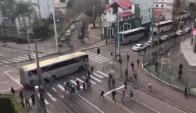 Pelea entre hinchas de Corinthians y Coritiba. Foto: Captura video