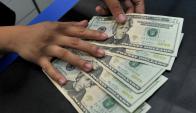 Dólar bajó una vez más. Foto: AFP