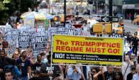 En la ciudad de Charlottsville, la gente protestó contra grupos racistas. Foto: Reuters