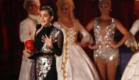 Emma Watson con su premio. Foto: Reuters