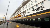 Buque de Disney en el Canal de Panamá. Foto: EFE