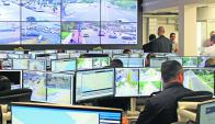 Visualizadores del Ministerio del Interior encargados de la videovigilancia. Foto: archivo El País