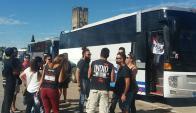 Más de 100 ómnibus repletos partieron de Uruguay al recital del Indio Solari. Foro: InfoRio.