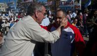 Saludo: Murro fue afectuoso con el embajador de Venezuela. Foto: F. Ponzetto