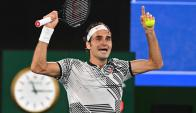 Roger Federer y Rafael Nadal se enfrentaron en la final del Abierto de Australia. Foto: AFP