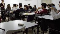 Varios grupos de Montevideo, Canelones y San José aún no cuentan con docentes. AFP