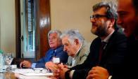 Luis Alberto Lacalle y José Mujica. Foto: Fernando Ponzetto.