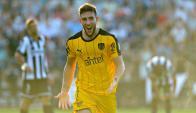Lucas Cavallini festejando el gol de Peñarol ante Wanderers. Foto: Fernando Ponzetto