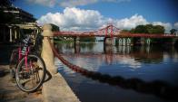 El puente giratorio es un símbolo de la ciudad. Foto: F. Pozetto.