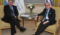 Rodolfo Nin Novoa y Jorge Faurie. Foto: EFE