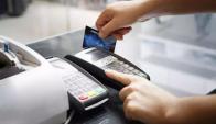 Ya hay casi 450.000 aparatos que permiten los pagos electrónicos. Foto: Archivo El País
