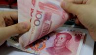 Una de las dudas es si habrá más mini-devaluaciones. Foto: AFP.