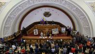 Diputados volverían a sesionar hoy, pero no saben cuanto más tendrán impunidad. Foto: EFE