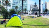 La familia siria de Salto mantuvo un campamento durante varios días frente a Torre Ejecutiva. Foto: EFE