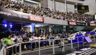 Por la gran cantidad de gente, la asamblea pasó de la Zitarrosa al Palacio Peñarol. Foto: M. Bonjour