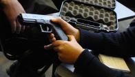 Interior investiga por qué no se le había retirado el arma al policía denunciado. Foto: archivo El País