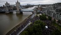 Una multitud se congregó ayer en las inmediaciones del puente de Londres. Foto: Reuters