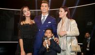 Cristiano Ronaldo con su nueva novia, Georgina Rodríguez, en la gala de The Best. Foto: EFE