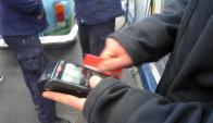 En Uruguay había a fines del año pasado 2,4 millones de tarjetas de débito. Foto: Archivo