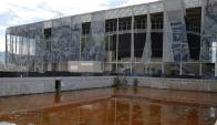 El estadio donde se realizaron las competencias de natación muestran el proceso de deterioro. Foto: AFP.