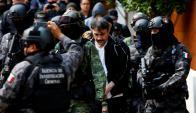 El narco Dámaso lópez siendo trasladado por el Ejército de México. Foto: Reuters