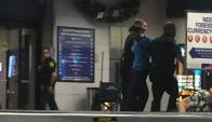 Momento en que la Policía captura al atacante. Foto: Twitter @aschapire