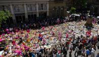 Homenaje: los ciudadanos dejan ofrendas florales en la plaza St. Anne. Foto: AFP